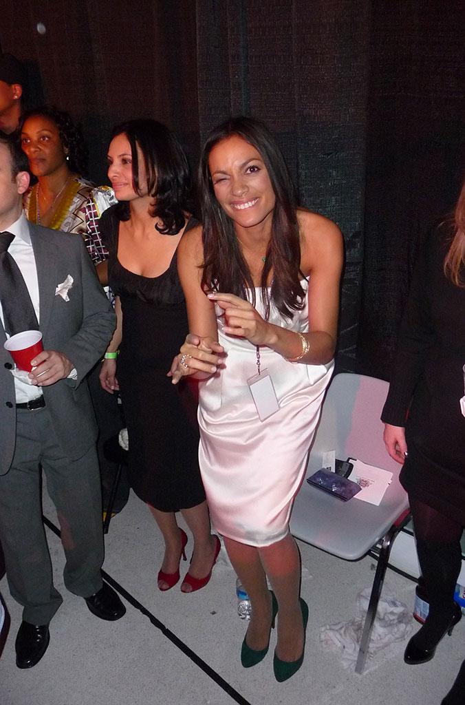 Rosario Dawson rockin the party that rocks the body...