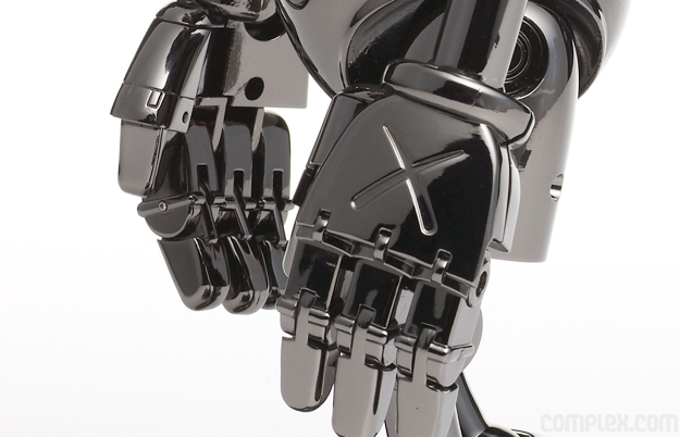 kaws_sorayama_nofuturecompanion_hands