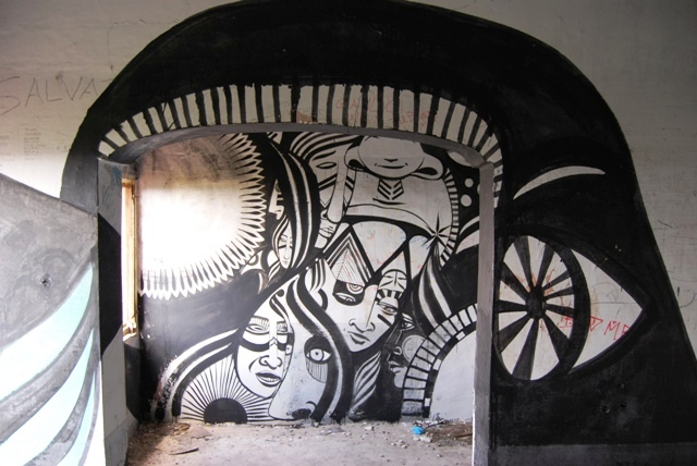 The voices turned out to be that of Lucy McLauchlan and a friend. Lucy was putting the finishing touches on this incredible room, which she painted floor to ceiling.
