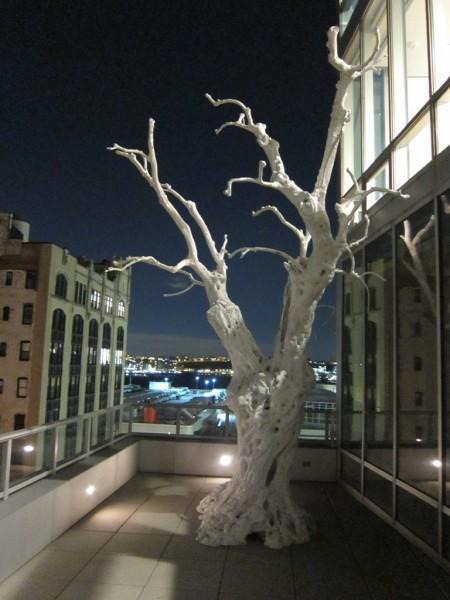 Breathtaking Ugo Randinone sculpture on the freezing terrace!