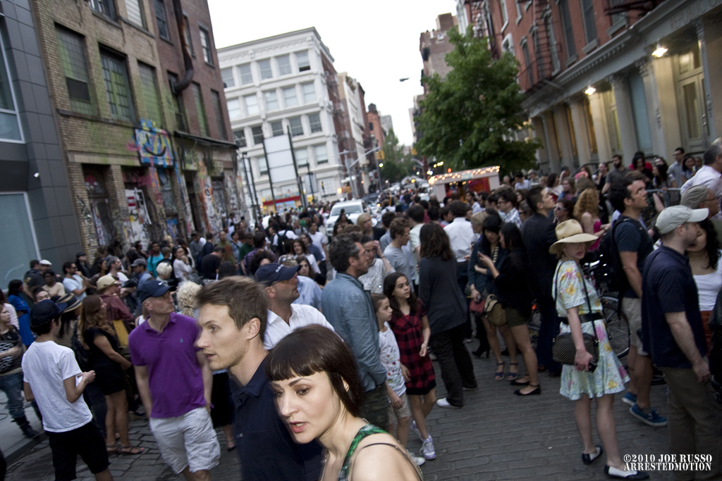 img_5419_exterior_crowd_a