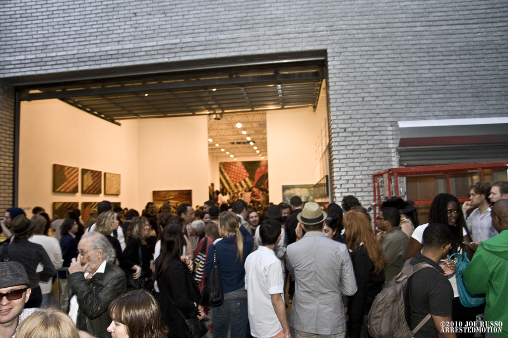 img_5420_exterior_crowd_a
