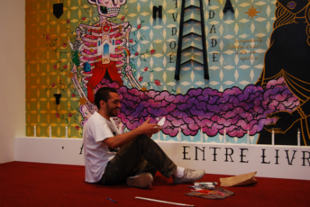Stephan Doitschinoff aka Calma puts the finishing touches on his installation.