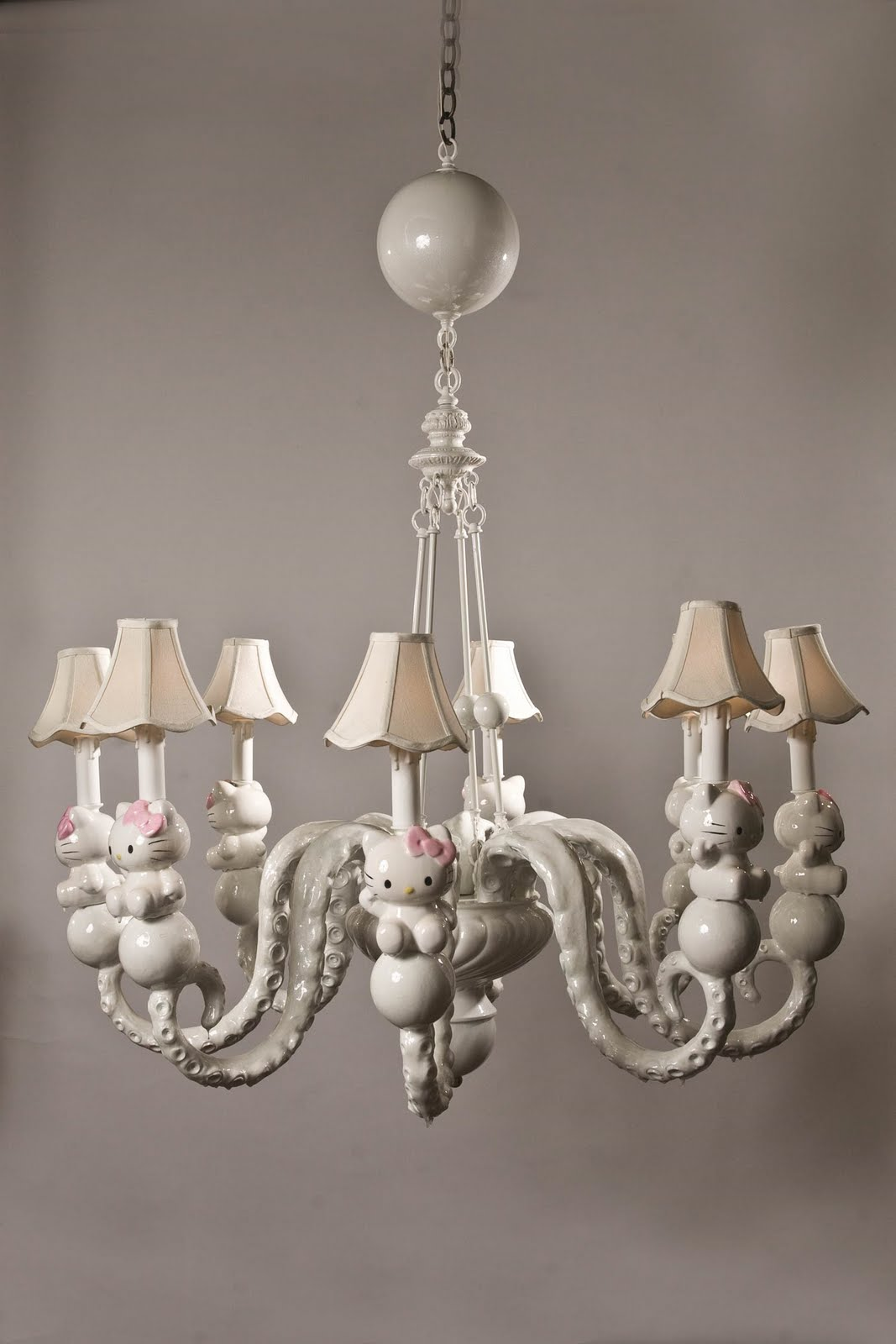 Hello-Kitty-white-chandelier
