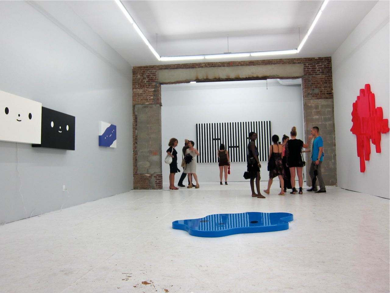 ) The Hole Gallery AM 17