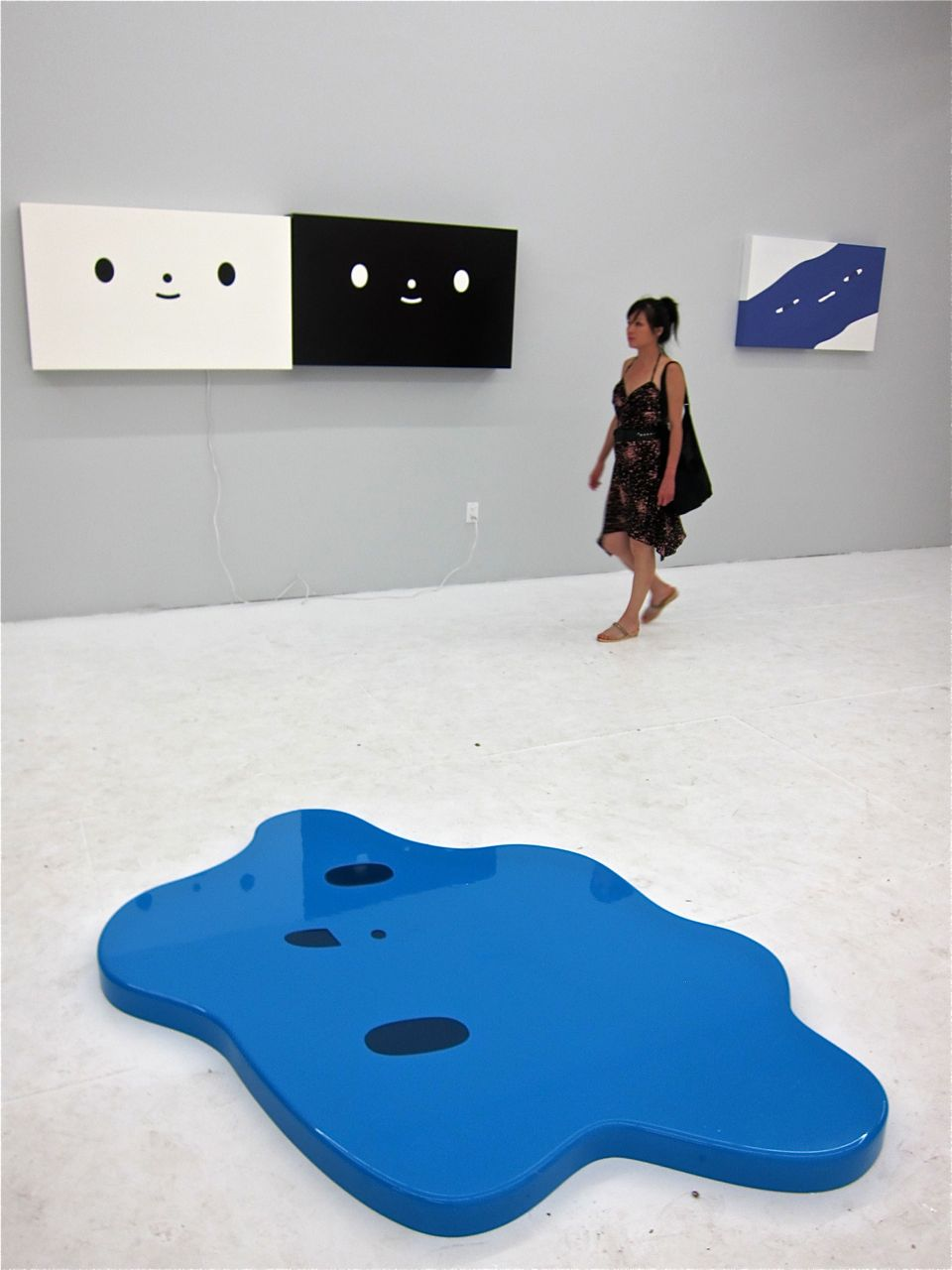 ) The Hole Gallery AM 21