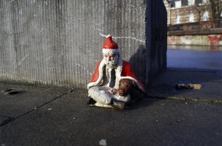 Isaac Cordal in Brussels.  Photo via Vandalog.
