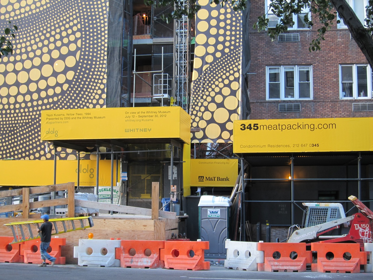 Yayoi Kusama NYC Dots Yellow Tree AM 13