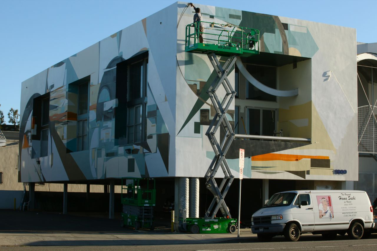 Graffuturism-Augustine-Kofie-paints-the-Amplify-Building-in-Venice-Photo-By-Todd-Mazer-01