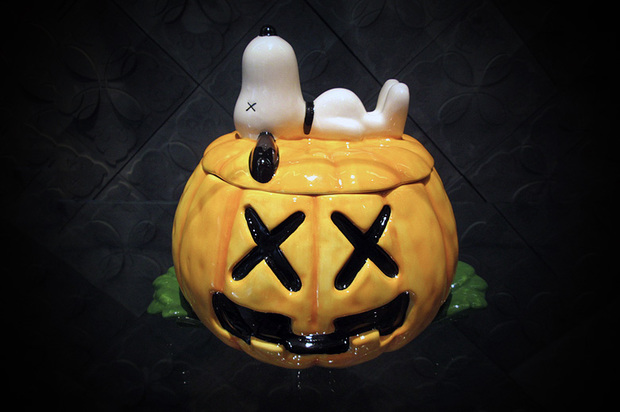 originalfake-x-medicom-toy-kaws-ceramic-snoopy-1-620x412