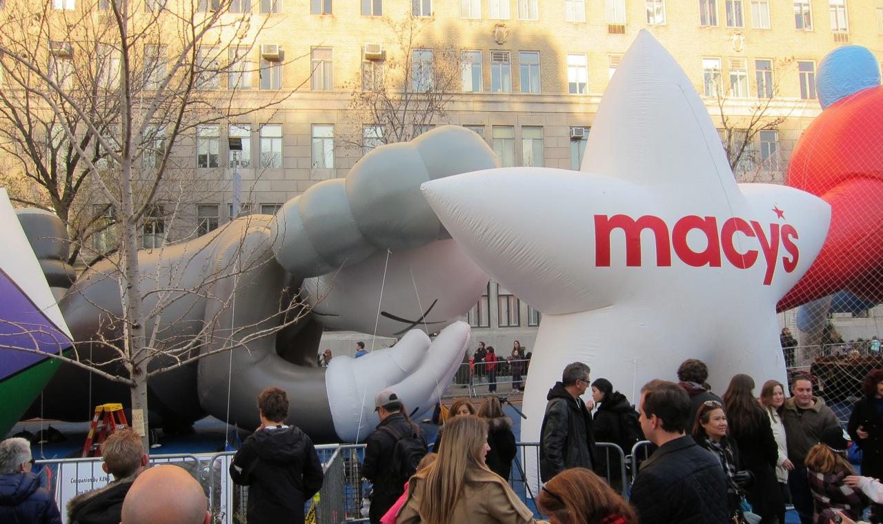 Macys Thanksgiving parade balloon inflation AM 15