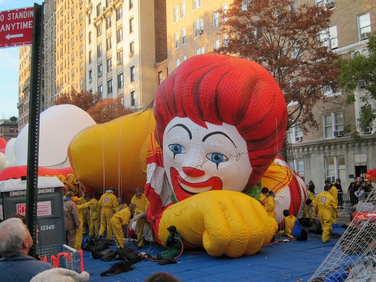 Macys Thanksgiving parade balloon inflation AM 15