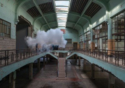 berndnaut-smilde-floats-nimbus-series-at-waterschei-designboom-02