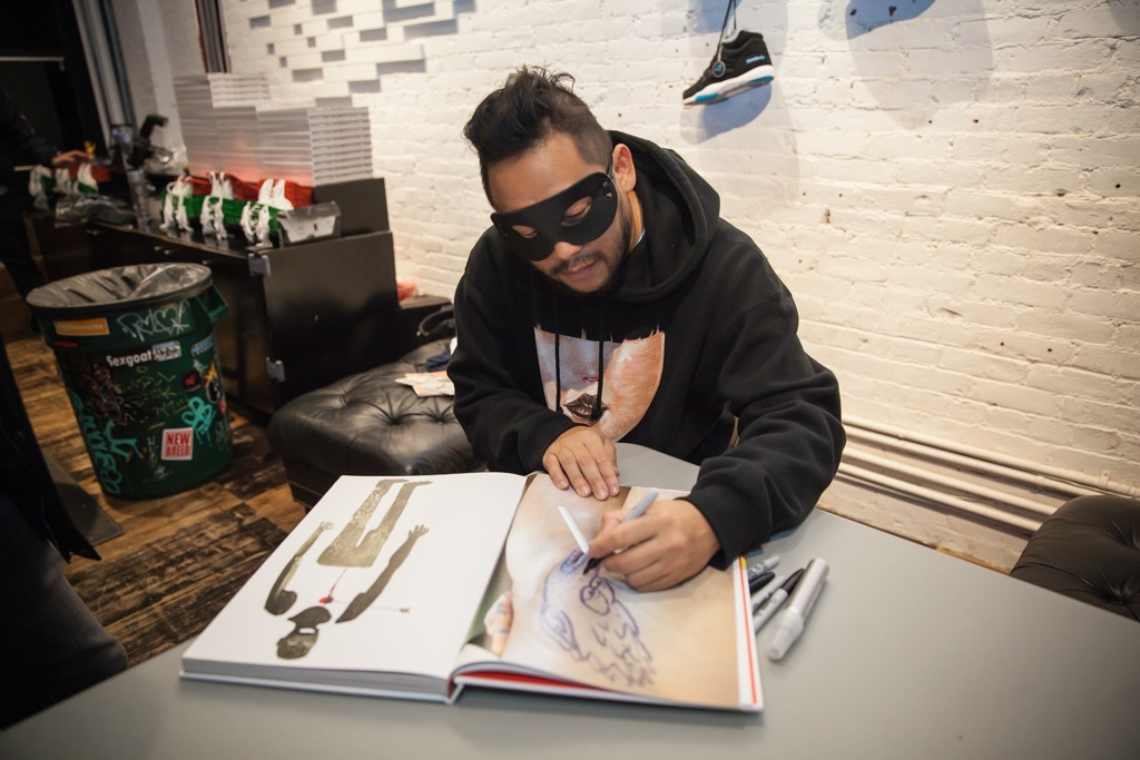 David Choe Snowman Monkey BBQ Book Signing Hundreds AM 01