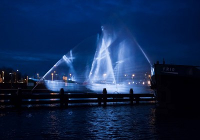 VisualSKIN-reveals-17th-century-ghost-ship-along-amsterdam-canal-designboom-03