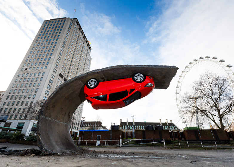 Alex-Chinneck-for-Vauxhall-Motors-Pick-yourself-up-and-pull-yourself_dezeen_784_0-1