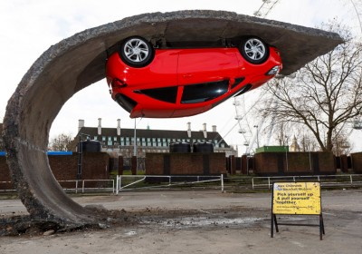 Alex-Chinneck-for-Vauxhall-Motors-Pick-yourself-up-and-pull-yourself_dezeen_784_1