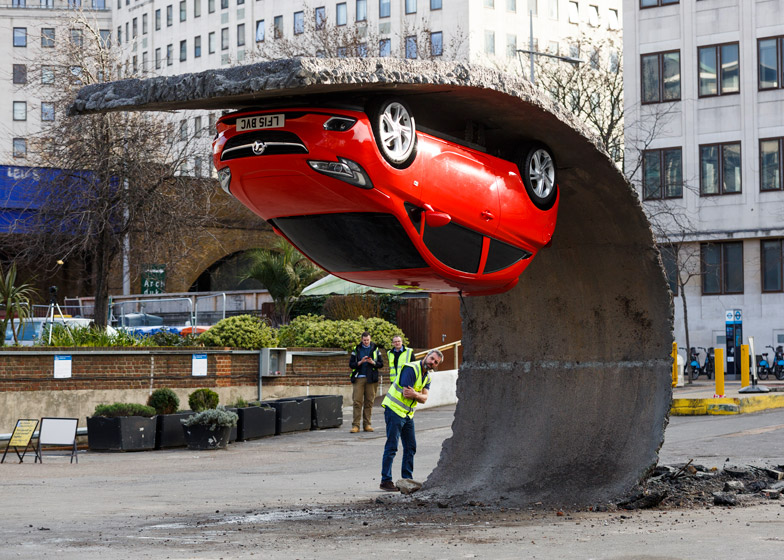 Alex-Chinneck-for-Vauxhall-Motors-Pick-yourself-up-and-pull-yourself_dezeen_784_4