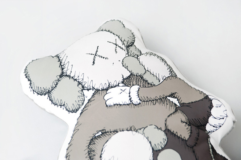 kaws-clean-slate-shanghai-times-square-limited-edition-mini-plush-dolls-1