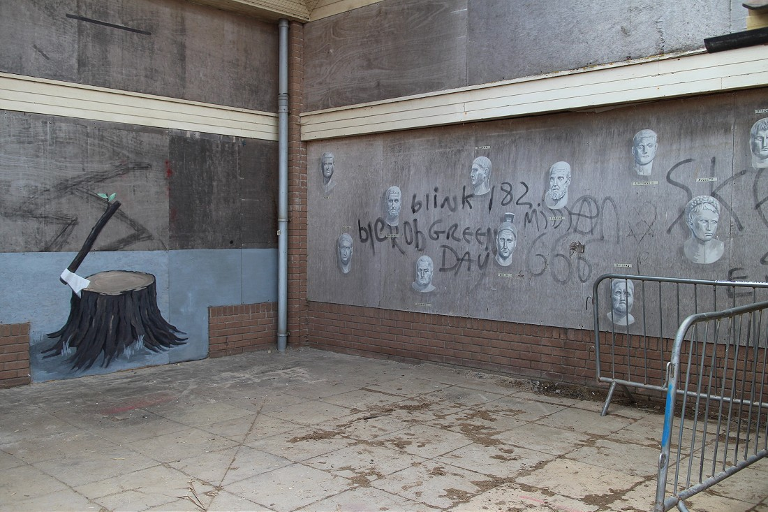 dismaland_banksy_walls01
