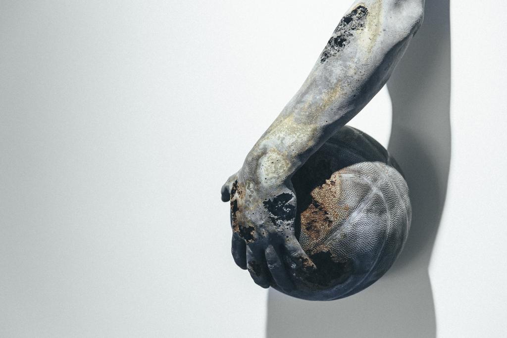 daniel-arsham-fictional-archeology-exhibition-1