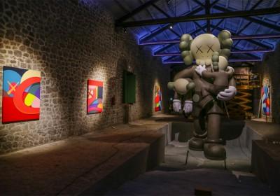 kaws-exhibition-installation-la-nave-las-salinas-1