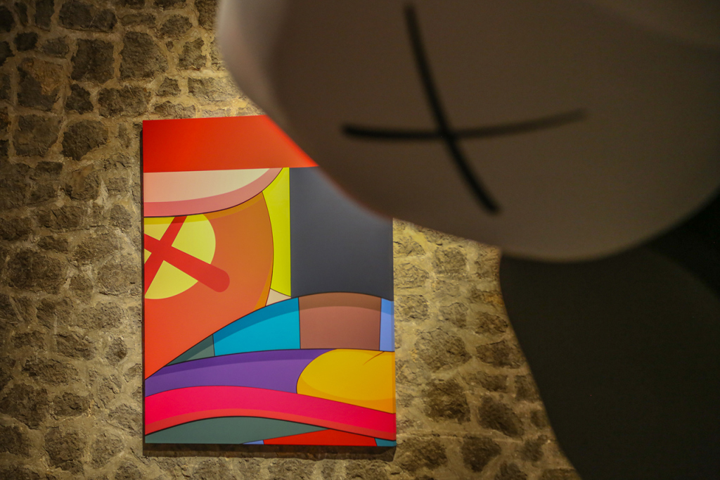 kaws-exhibition-installation-la-nave-las-salinas-3