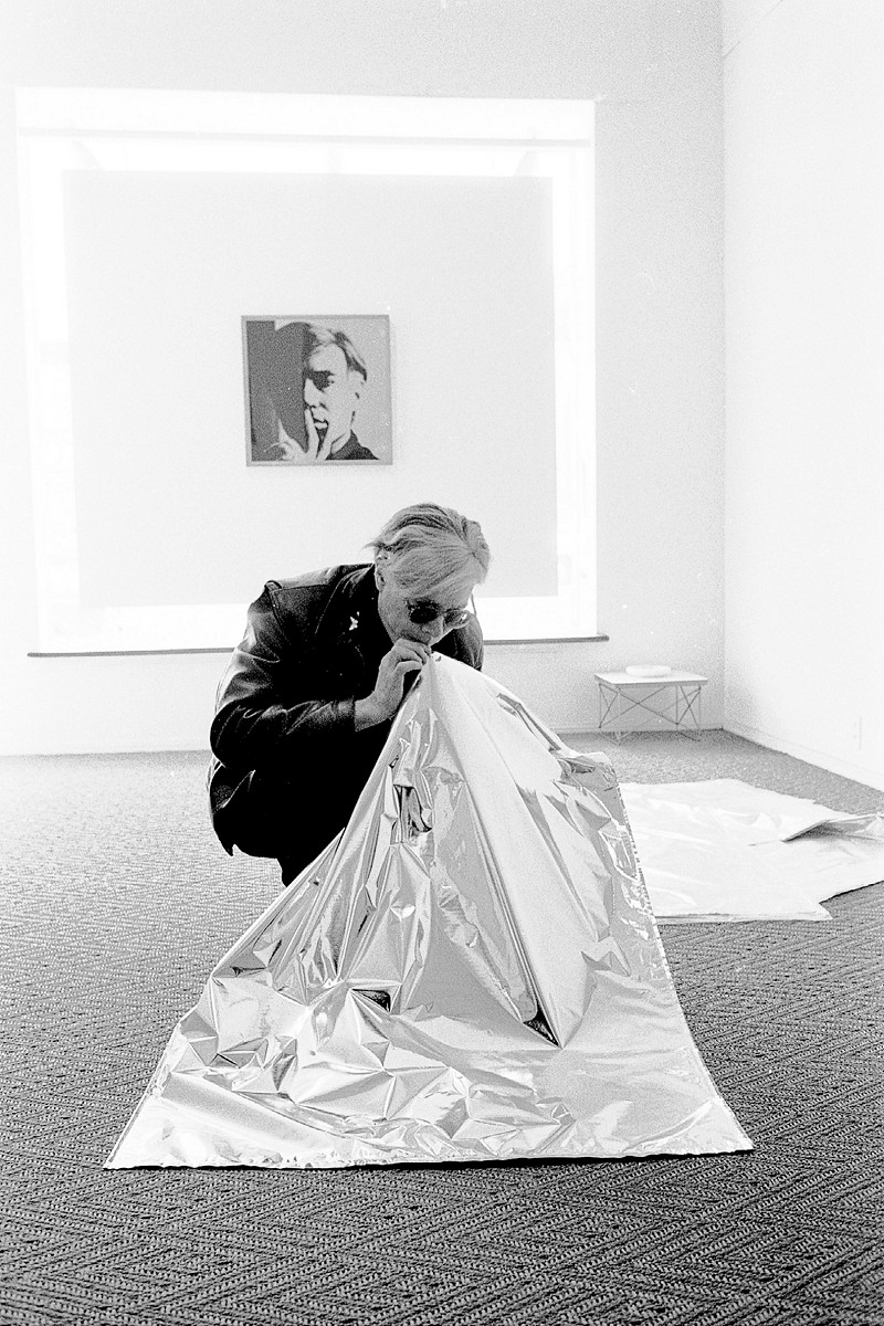 Steve SchapiroAndy Warhol Blowing Up Silver Cloud Pillow, Los Angeles 1966© Steve Schapiro; Andy Warhol artwork © 2015 The Andy Warhol Foundation for the Visual Arts, Inc./ARS, New York. Licensed by Viscopy, Sydney. EXHI036126