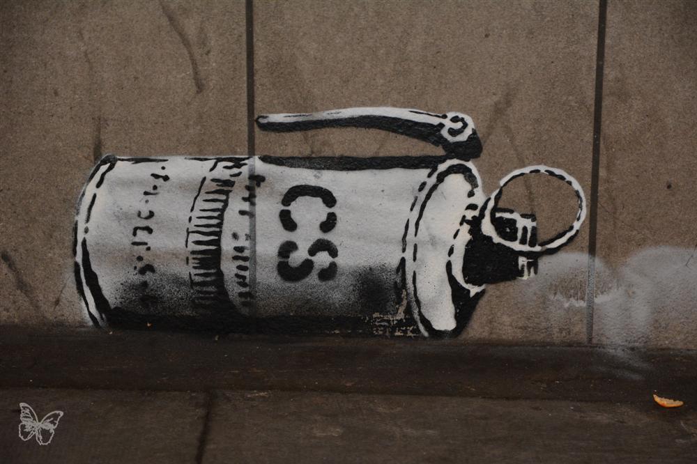 Banksy-Miserable-03