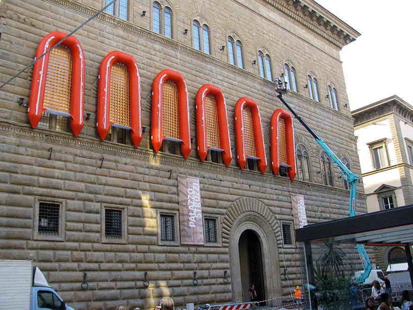 ai-weiwei-palazzo-strozzi-florence-libero-reframe-rubber-boats-designboom-01