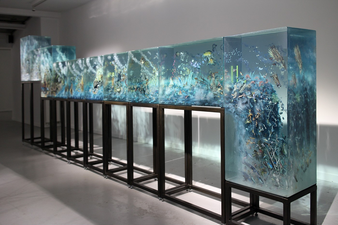 Coinciding With The Amsterdam Art Weekend Grimm Gallery Opened Dustin Yellin S Show 10parts On November 25th A Twenty Foot Long Modular Gl