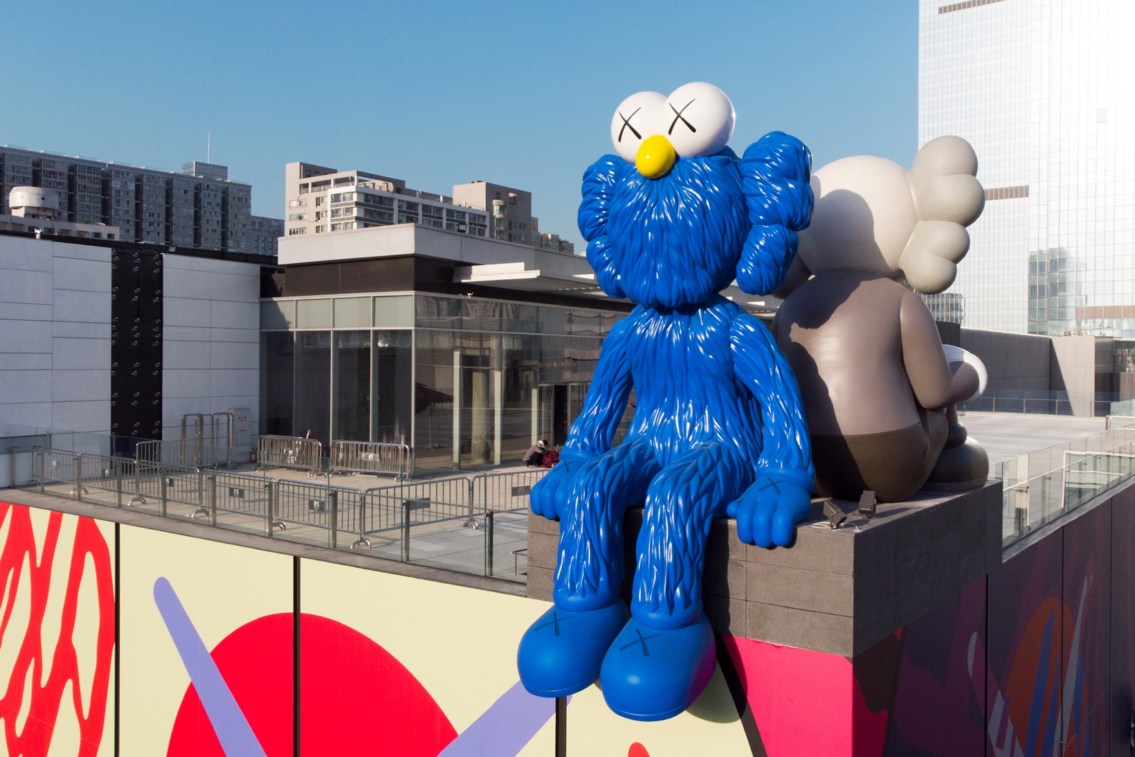 kaws-seeing-watching-changsha-ifs-permanent-sculptures-china-3